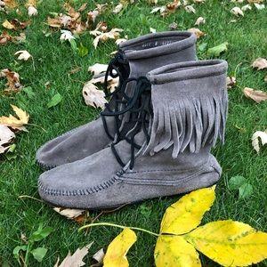 Minnetonka Moccasin fringe Tramper boot